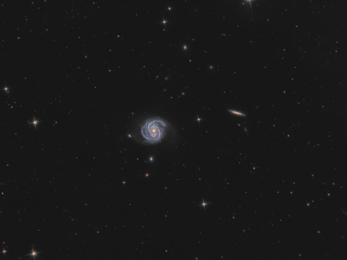 Galassia M100 e galassia NGC 4312. Sky-Watcher 200/800 f4 con ASI 294 e Optolong L-pro. 240 minuti con pose di 90 secondi, dark e flat.