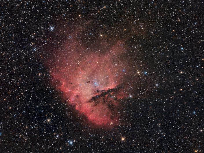 A circa 9500 anni luce dal nostro pianeta una nube interstellare di gas è ionizzata dalla luce delle stelle vicine, dando vita a questo spettacolo cosmico. SW 200/800 ZWO ASI 294 e Optolong L-Pro