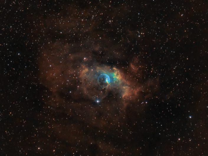 Nebulosa Bolla. Lo scatto è il risultato di questa settimana di lavoro, combattendo con la nebbia ed arrivando alla fine con poche ore di fotografie buone, circa 10 ore in tutto. Le riprese unicamente in banda stretta Ha:Oiii:Sii sono state poi montate con la tecnica dell'Hubble Palette.