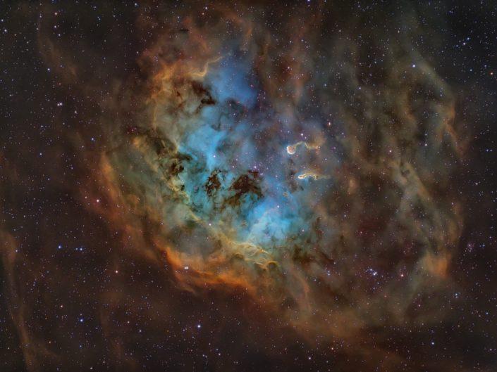 Nebulosa Girino - IC410 Montata in Hubble Palette: Sii:HA:Oiii Sky-Watcher 200/800 f4 su AZEQ6-GT ZWO ASI 294 Pro Filtri per banda stretta Optolong